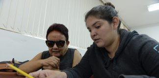 Lectores intérpretes para estudiantes ciegos