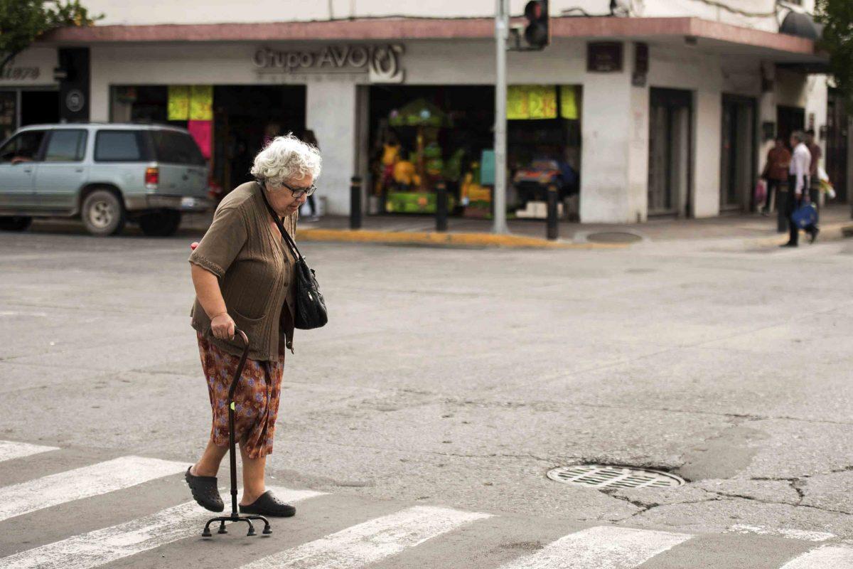 falta infraestructura para los adultos mayores