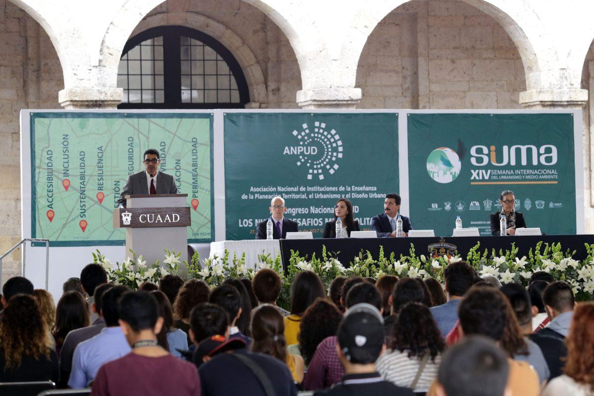 Universidades analizan nuevos desafios de las metropolis