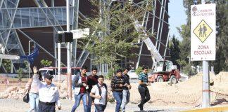Refuerzan seguridad de peatones en Viaducto Belenes