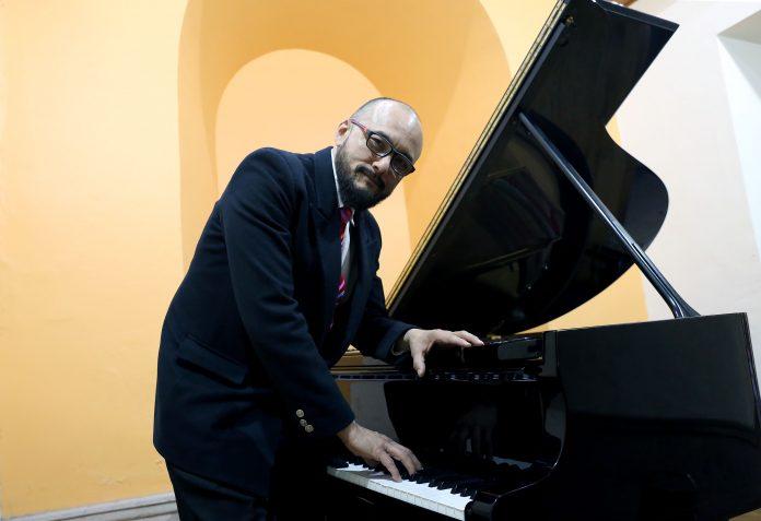 Joel Juan Qui, pianista académico del CUAAD. Fotografía: Adriana González