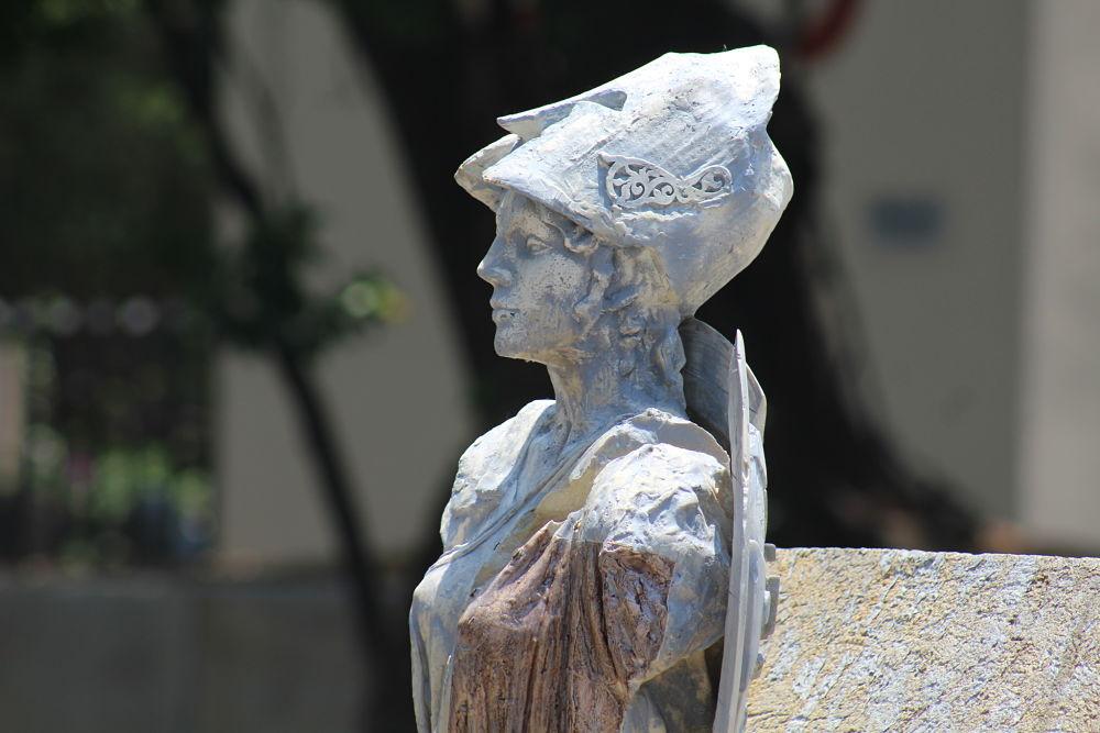 Arte urbano. Ambas estatuas se encuentran ubicadas en la avenida Dr. R. Michel. Fotografía: Iván Serrano Jauregui